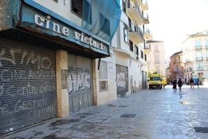 Los Cines Victoria, abandonados desde 2004. / T.M.