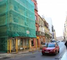 Los desprendimientos en varios edificios reabren el debate sobre la rehabilitación del centro