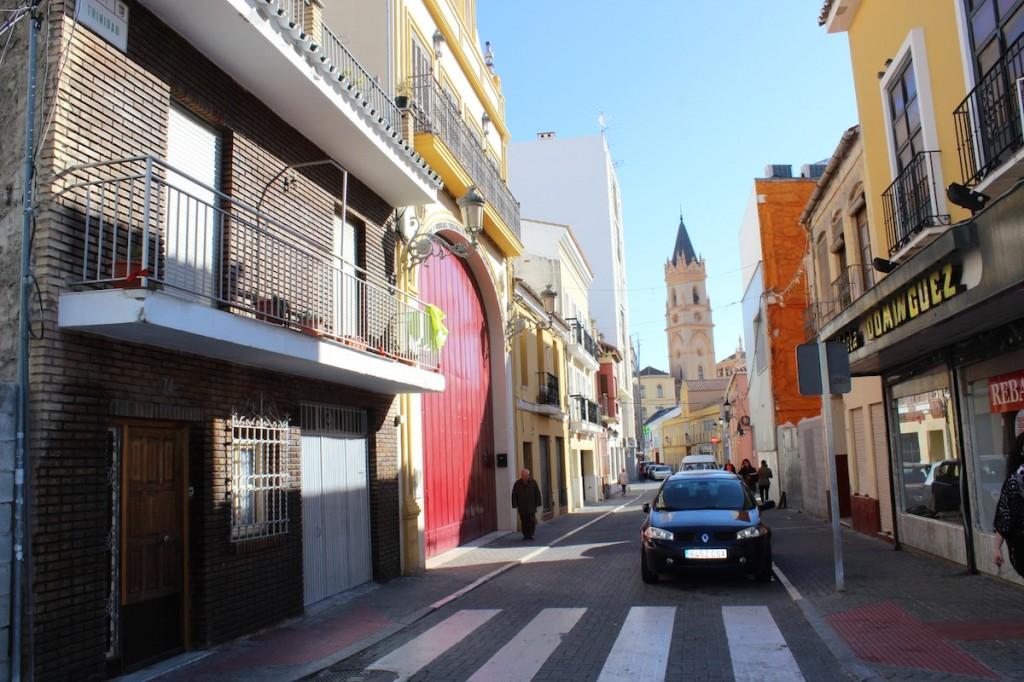 La calle de la Trinidad, una de las 'arterias' del barrio. / T.M.