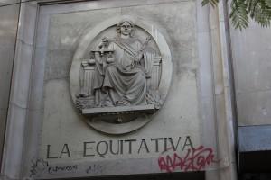 Detalle de la entrada a La Equitativa.