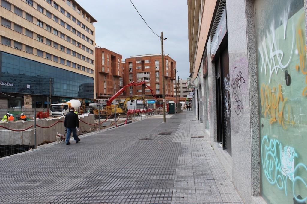 La calle ha reducido mucho el paso de gente, lo que ha 'hundido' a los negocios. / T.M.