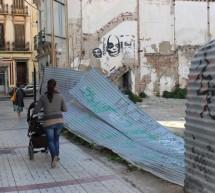 Preocupación vecinal por la inseguridad en un enorme solar en calle Gigantes