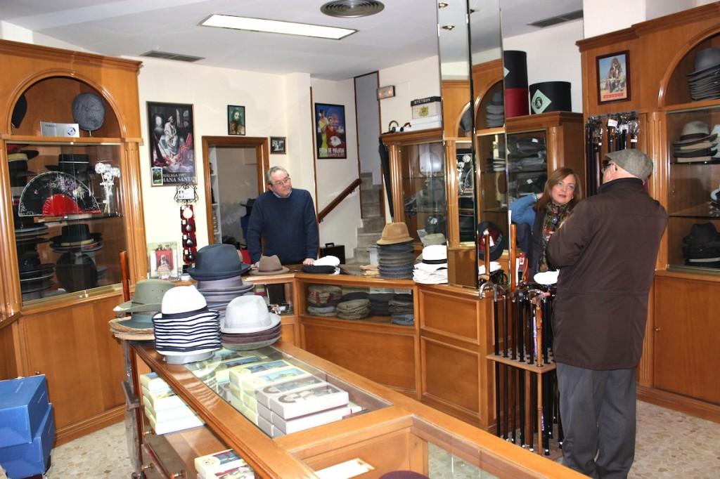 El interior de la sombrería, en calle Especerías. / T.M.