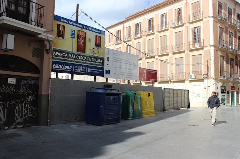 Las obras en plaza de camas y calle nosquera sin fecha for Calle palma del rio malaga