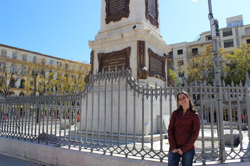 Mar Rubio frente al monumento de la Plaza de la Merced. / T.M.