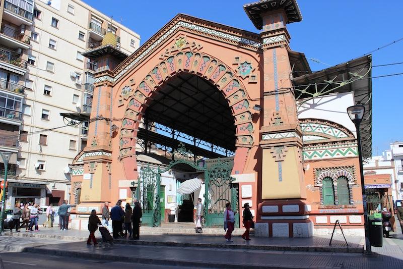 Portada del edificio histórico del mercado. / T.M.