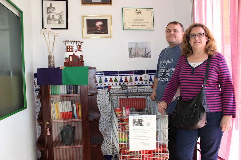 Almudena y José, en la sede de la asociación. / T.M.