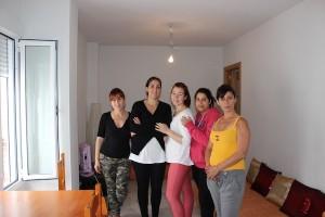 Mujeres en una de las viviendas. / T.M.